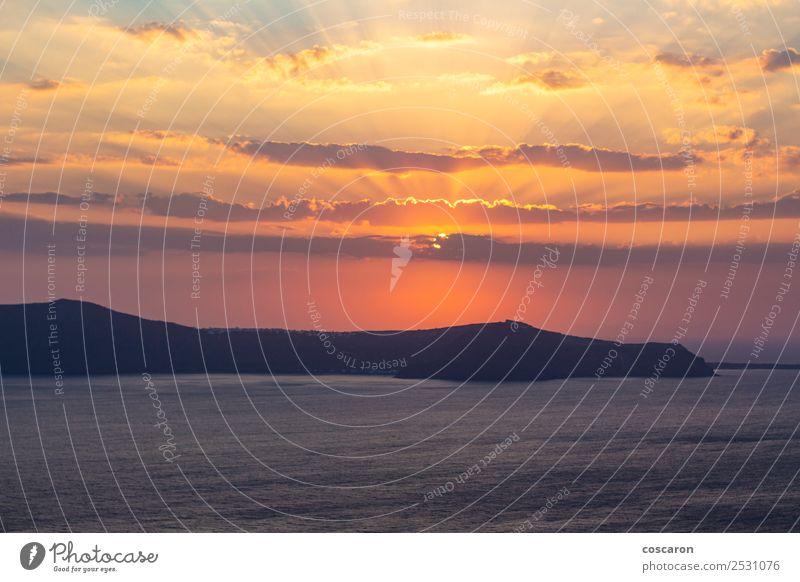 Schöner und erstaunlicher Sonnenuntergang von einer griechischen Insel aus. schön Ferien & Urlaub & Reisen Sommer Strand Meer Berge u. Gebirge Natur Landschaft