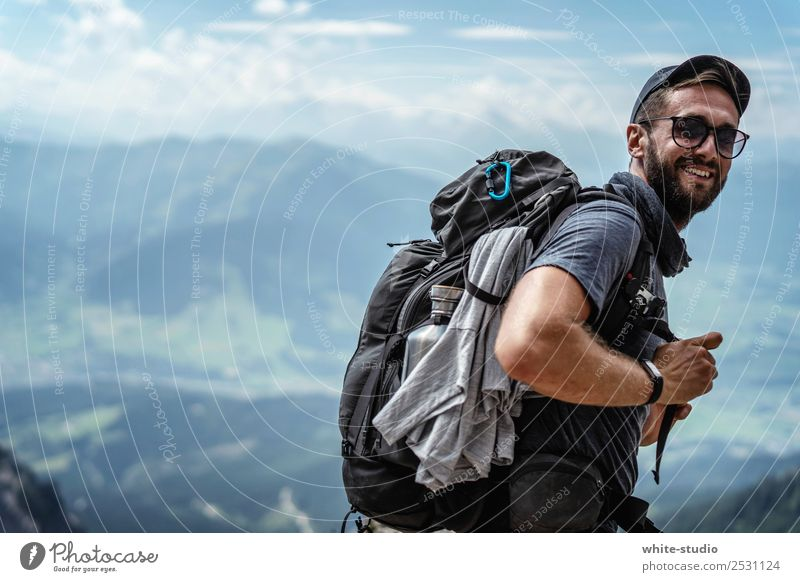 Auf geht's! Natur Ferien & Urlaub & Reisen Mann Landschaft Erholung Berge u. Gebirge Erwachsene Umwelt Sport wandern Beginn Fitness Hügel Alpen Klettern