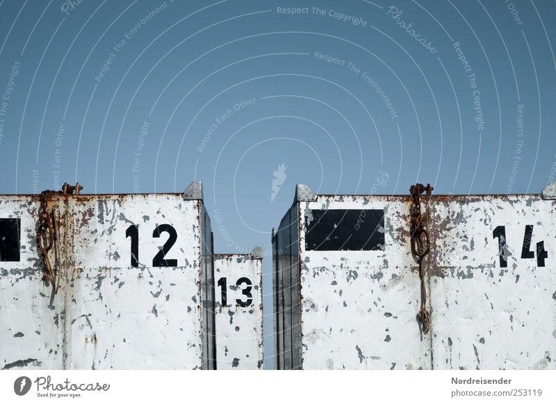 Spiekeroog | Kisten nach Zahlen Himmel blau weiß Metall Verkehr planen Ziffern & Zahlen Güterverkehr & Logistik Spuren Zeichen Kasten Umzug (Wohnungswechsel)