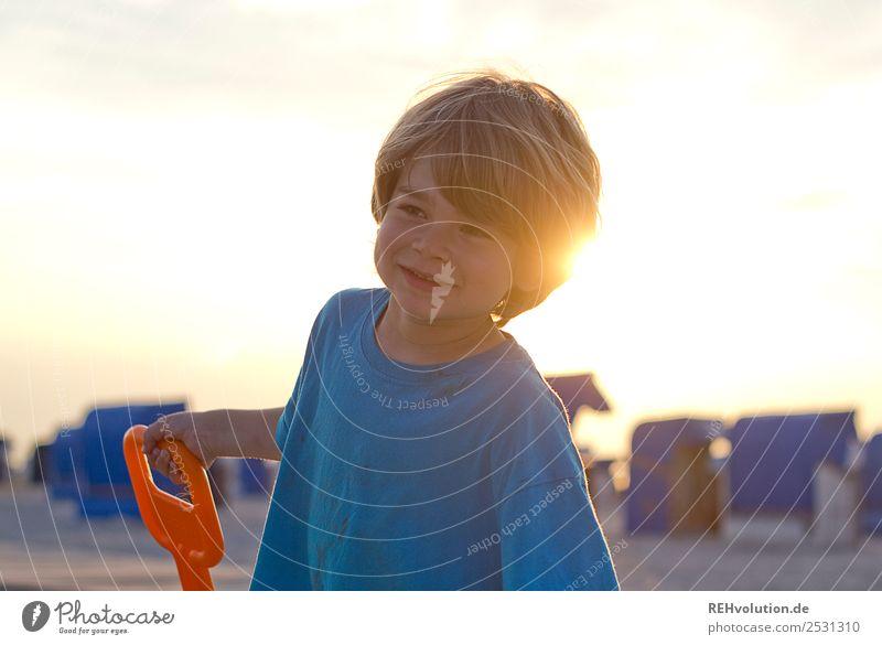 Kind im Sommer am Strand Mensch Ferien & Urlaub & Reisen Sonne Erholung Freude Gesundheit natürlich Glück Junge Zufriedenheit maskulin blond Lächeln