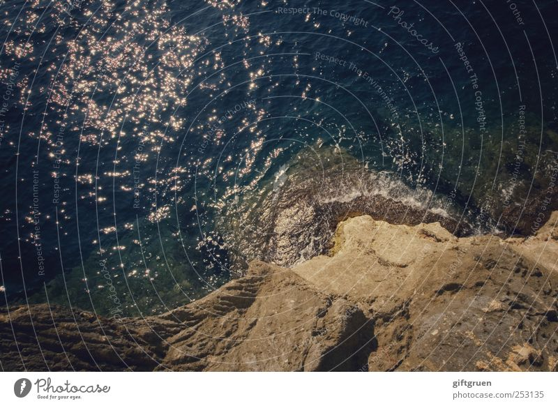 spring! spring schon! Natur Wasser blau Sonne Meer Umwelt Küste Wellen Erde glänzend Felsen hoch Urelemente Schönes Wetter tief Wasseroberfläche