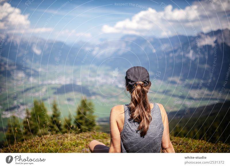 Aussicht Frau Natur Ferien & Urlaub & Reisen Sommer Erholung Ferne Berge u. Gebirge Erwachsene Sport Tourismus Freiheit Ausflug wandern Abenteuer Fitness