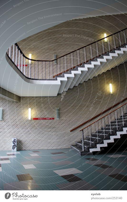 Treppenwitz Haus kalt Wand Architektur Mauer Gebäude Lampe elegant Fassade modern Schriftzeichen retro Sauberkeit Bauwerk