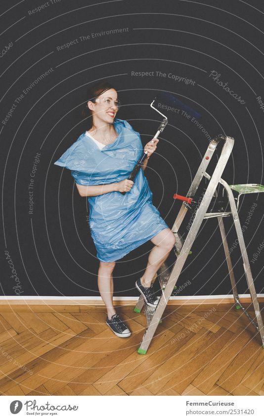 Woman in protective clothes posing with a blue paint roller #DIY Freizeit & Hobby feminin Frau Erwachsene 1 Mensch 18-30 Jahre Jugendliche 30-45 Jahre