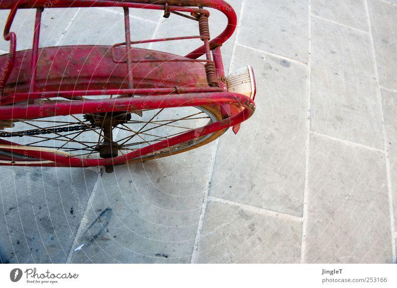 naked bike rot Spielen Stein Metall Fahrrad Verkehr Pause fahren Verkehrsmittel
