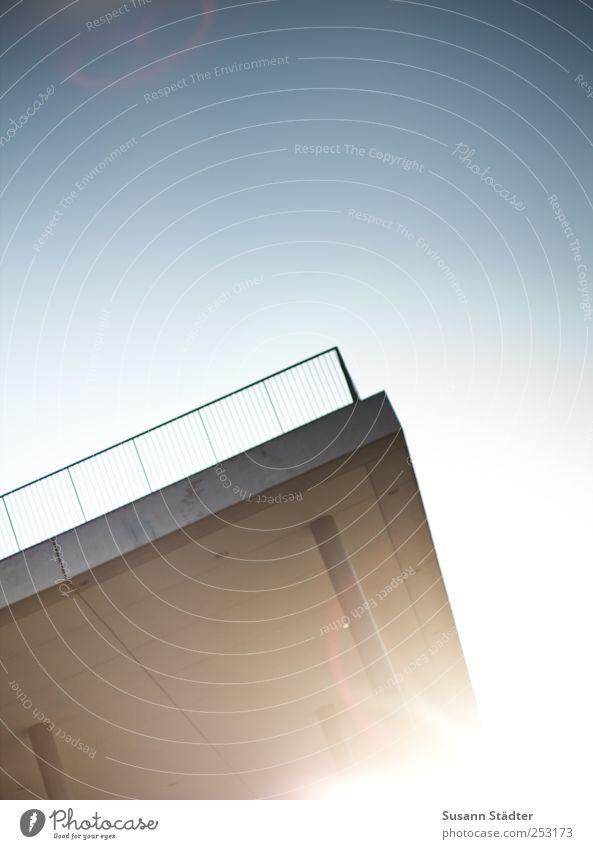 B@DD 11 | Balkon Architektur hell Brücke Dach Geländer Terrasse Blendenfleck Licht