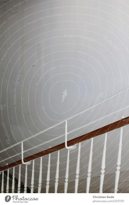 Abwärts weiß Wand Architektur Holz Mauer Gebäude Treppe Metallwaren Bauwerk Kugel diagonal Treppengeländer streben