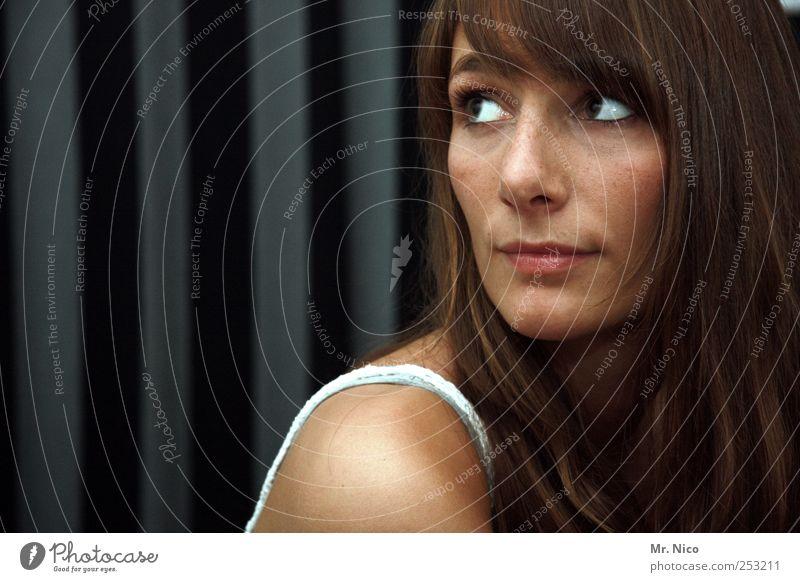don't look back in anger feminin Frau Erwachsene Haut Gesicht Auge langhaarig schön Schulter natürlich Gesichtsausdruck Zurückblicken ästhetisch weich zart