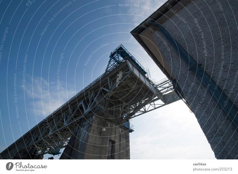 Frongkreisch Wasserkraftwerk Himmel Schönes Wetter Bauwerk Mauer Wand bedrohlich eckig gigantisch gruselig hoch blau ästhetisch bizarr Endzeitstimmung