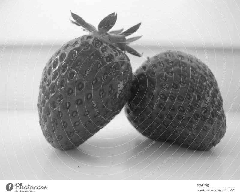 Strawberry Session fruchtig Gesundheit Erdbeeren strawberry strawberries Schwarzweißfoto