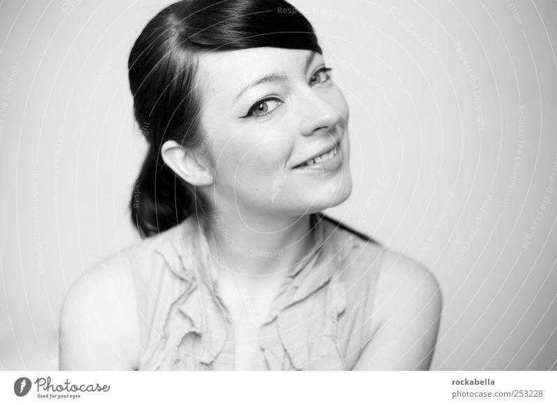 zaubermedizin. Mensch Jugendliche schön Freude feminin Erwachsene Glück lachen Zufriedenheit elegant Fröhlichkeit Lächeln brünett 18-30 Jahre Lebensfreude