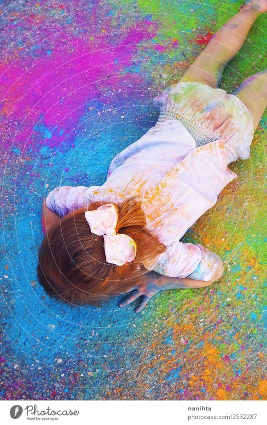 Kleines Mädchen umgeben von farbigem Farbstaub Stil Design Freizeit & Hobby Kinderspiel Bildung Kindergarten Mensch feminin Kleinkind Kindheit 1 1-3 Jahre Kunst