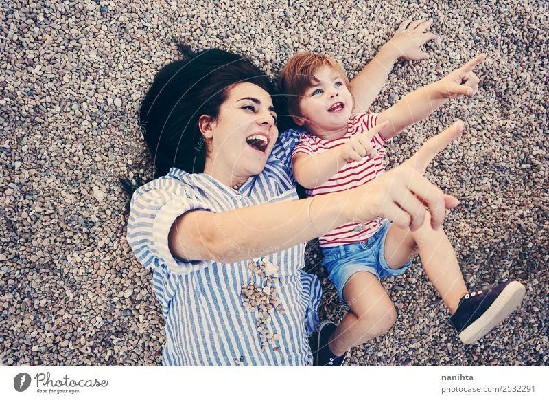 Frau Kind Mensch Jugendliche Mädchen 18-30 Jahre Lifestyle Erwachsene Leben Liebe lustig feminin lachen Familie & Verwandtschaft Zusammensein Zufriedenheit