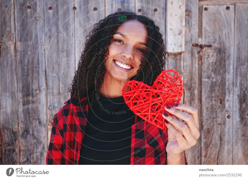 Mensch Jugendliche Junge Frau schön rot Freude 18-30 Jahre schwarz Lifestyle Erwachsene Gesundheit Liebe feminin Stil Design 13-18 Jahre