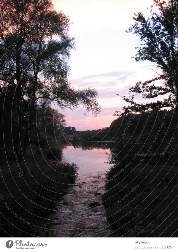 Sonnenuntergang am Wasser schön Baum Wolken Brücke Fluss