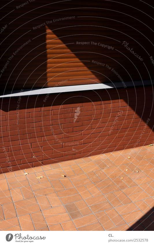 geschlossen Feierabend Haus Architektur Mauer Wand Fenster Rollo Kiosk Fensterbrett Fliesen u. Kacheln ästhetisch eckig braun Privatsphäre Farbfoto abstrakt
