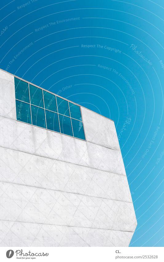 raumschiff Himmel Ferien & Urlaub & Reisen blau Stadt Fenster Architektur Wand Gebäude Mauer außergewöhnlich grau Fassade Design modern Kultur ästhetisch