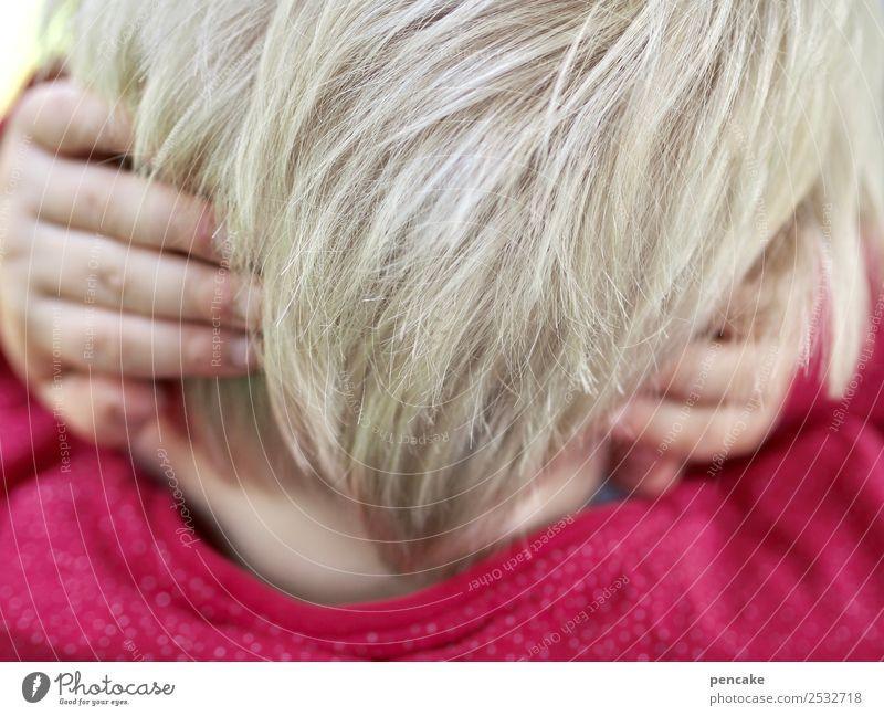 emotion | stummer schrei Kind Kopf Haare & Frisuren Finger 1 Mensch Gefühle Schmerz Angst Entsetzen zuhalten Ohr hören hilflos ohnmächtig Farbfoto Nahaufnahme