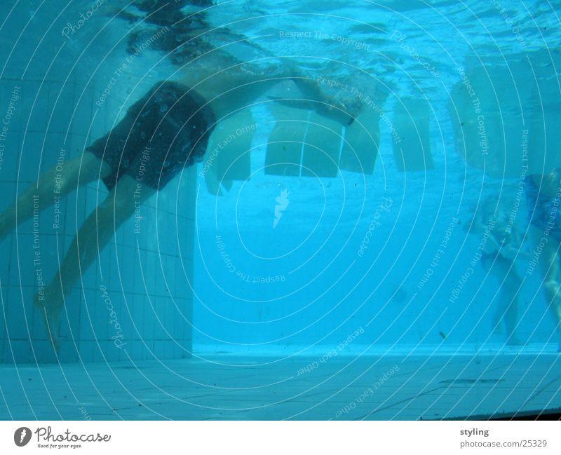 Underwater II Badehose Junge tief Sport underwater Unterwasseraufnahme Wasser blau