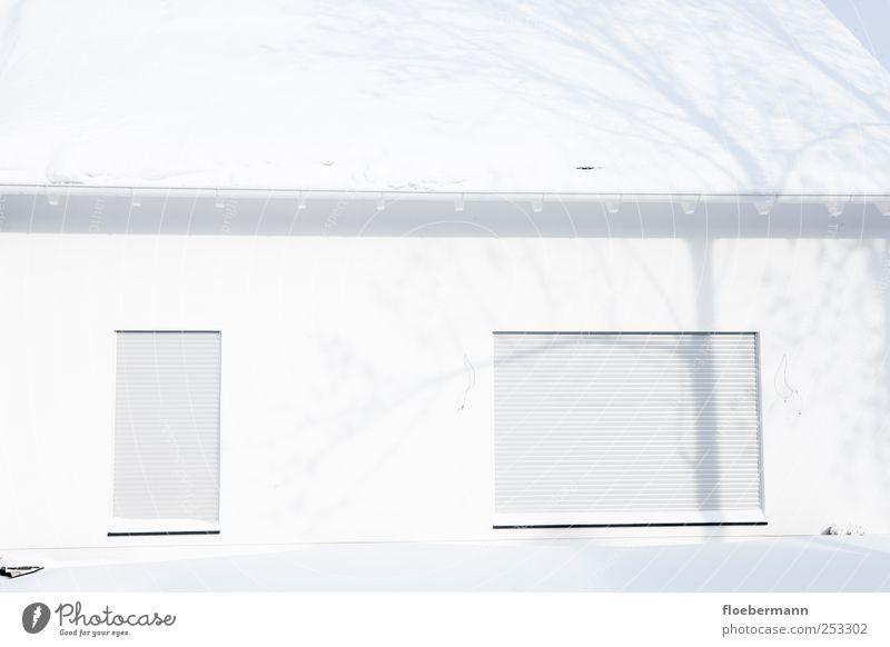 Neubau Eis Frost Schnee Aachen Bundesadler Dorf Menschenleer Einfamilienhaus Bauwerk Gebäude Architektur Fassade Fenster Dach Dachrinne ästhetisch einfach