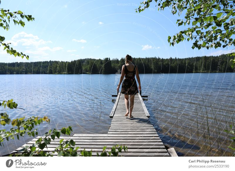 Am Steg I Schwimmen & Baden Ferien & Urlaub & Reisen Abenteuer Sommer Sommerurlaub Sonne Wellen Mensch Junge Frau Jugendliche Erwachsene 1 18-30 Jahre Natur