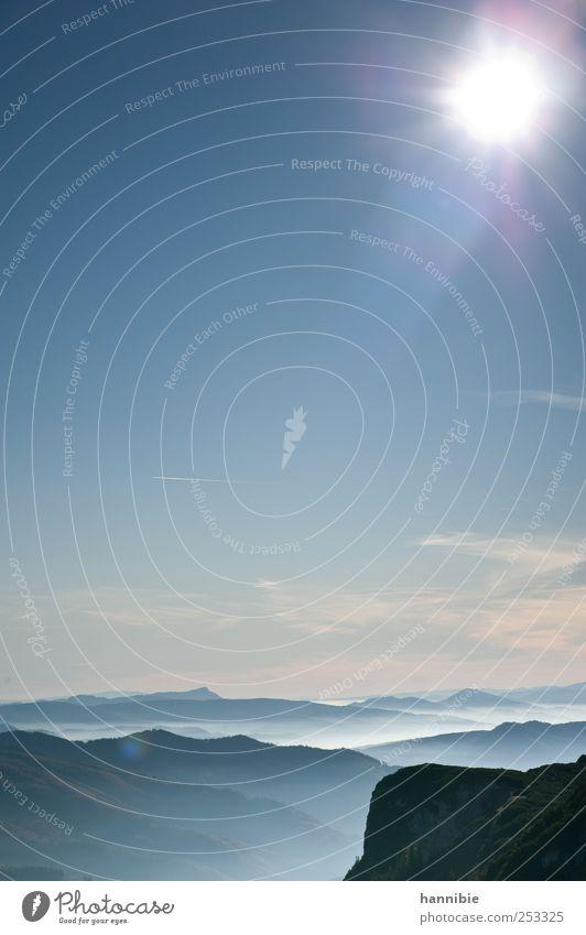 hoch hinaus Himmel blau weiß Sonne Landschaft Wolken Berge u. Gebirge Freiheit oben Horizont Freizeit & Hobby Nebel Alpen Kondensstreifen Natur Hochplateau
