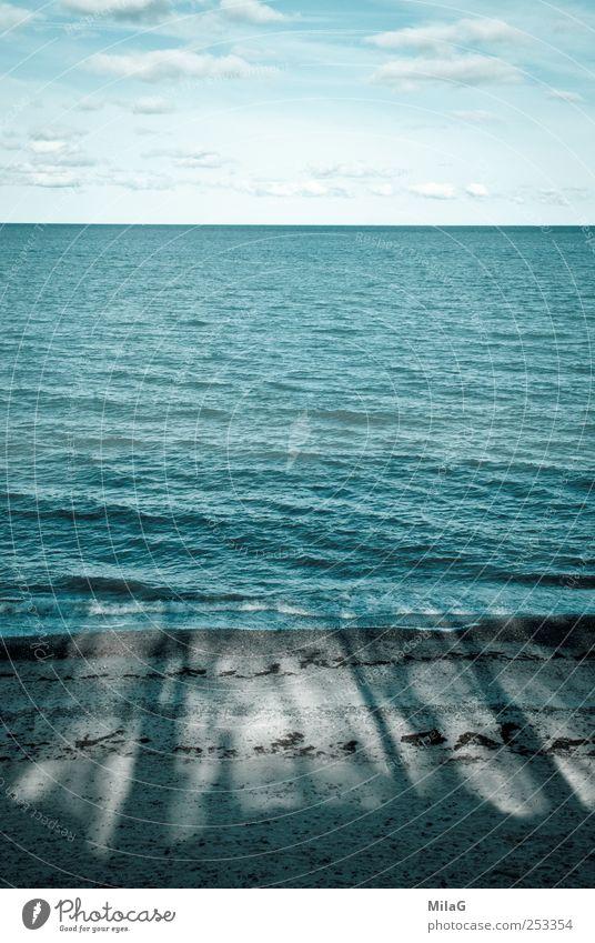 Meerblick Himmel blau Wasser Ferien & Urlaub & Reisen Baum Einsamkeit Wolken ruhig Erholung Ferne kalt Küste Linie Horizont Kraft