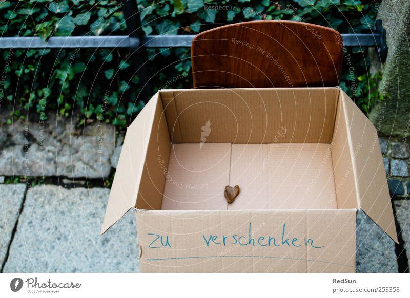 Help yourself! Liebe Stein Herz Geschenk Stuhl Zeichen Kasten Karton Verliebtheit greifen schenken Pappschachtel