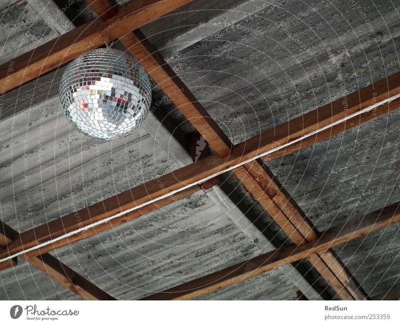 WellblechParty Discokugel Feste & Feiern grau Blechdach Balken Dekoration & Verzierung Tanzen oben hängen hängend Farbfoto mehrfarbig Außenaufnahme Menschenleer