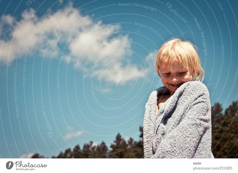 Sommer-Frottee-Ausgeh-Mantel Mensch Himmel Natur blau Ferien & Urlaub & Reisen Baum Mädchen Wolken Umwelt Haare & Frisuren lachen Kopf blond Kindheit stehen