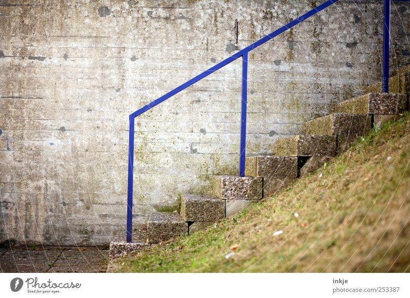 potential grindrail Lifestyle Freizeit & Hobby Skateplatz Wiese Menschenleer Haus Industrieanlage Fabrik Mauer Wand Treppe Fassade Treppengeländer Geländer