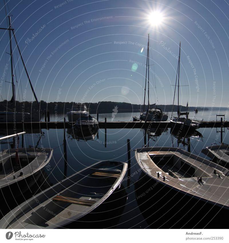 Herbstsegler Wasser Ferien & Urlaub & Reisen Sonne Sommer Herbst Freiheit Freizeit & Hobby Tourismus Hafen Schönes Wetter Seeufer Schifffahrt Segeln Segel Segelboot Jacht