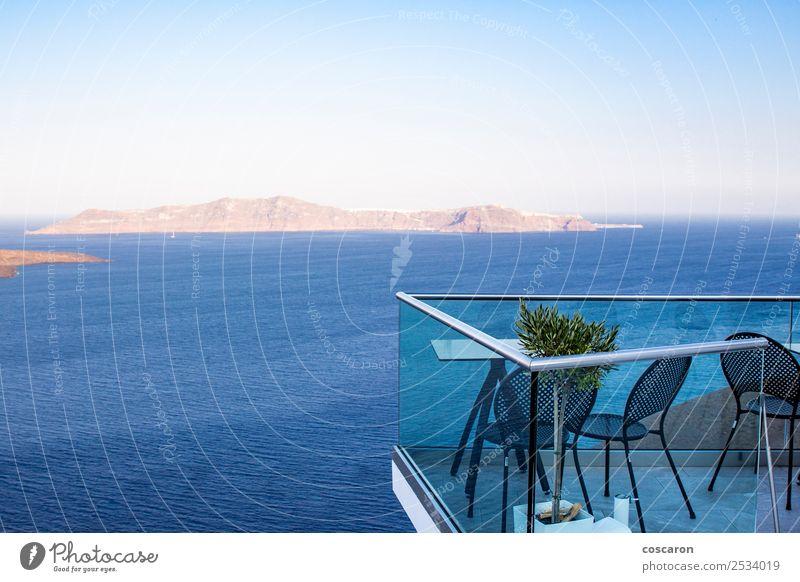 Luxuriöse Terrasse mit Blick auf den Vulkan in Santorini, Griechenland. schön Ferien & Urlaub & Reisen Tourismus Kreuzfahrt Sommer Strand Meer Insel Haus