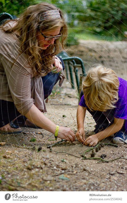 Frau und Kind spielen Freude Glück Erholung ruhig Freizeit & Hobby Spielen Mensch maskulin feminin Junge Junge Frau Jugendliche Erwachsene Mutter