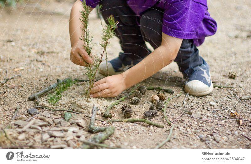 Kind spielt Freude Glück Freizeit & Hobby Spielen Sommer Garten Mensch Mädchen Junge Kindheit Hand 1 3-8 Jahre Umwelt Natur Pflanze authentisch nachhaltig