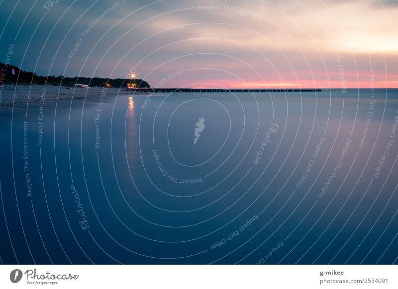 Leuchtturm Wasser Himmel Strand Ostsee Meer niechorze Ferne frei blau Sicherheit ruhig Reflexion & Spiegelung Fischerdorf Sonnenuntergang Farbfoto Außenaufnahme