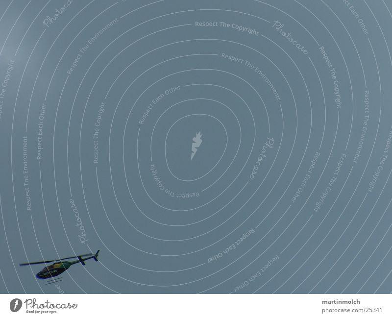 Hubschrauber dunkel Wolken Geschwindigkeit Luftverkehr Himmel bedecken Anschnitt