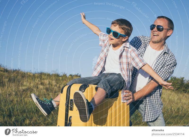 Kind Mensch Ferien & Urlaub & Reisen Mann Sommer Freude Straße Lifestyle Erwachsene Sport Familie & Verwandtschaft Glück Junge Tourismus Spielen Paar