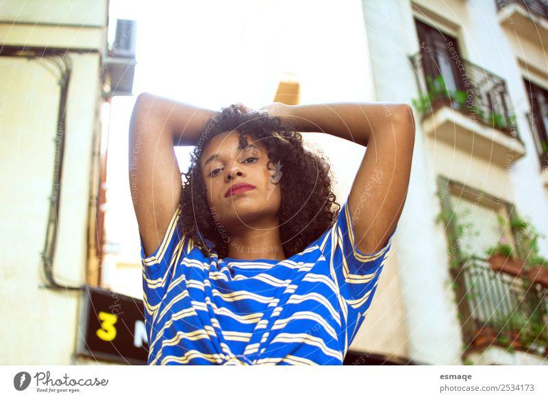 Porträt einer Mulattin auf der Straße Lifestyle exotisch Haut Ferien & Urlaub & Reisen Tourismus Ausflug Abenteuer androgyn Junge Frau Jugendliche Dorf