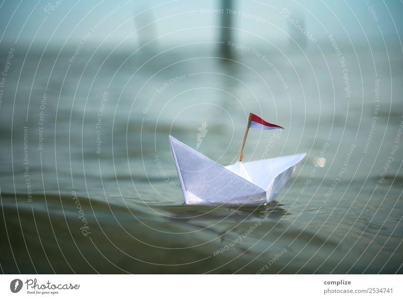 Kleines Papierboot auf dem Meer Himmel Natur Ferien & Urlaub & Reisen Sommer Sonne Erholung Strand Reisefotografie Umwelt Küste Schule Freiheit Wasserfahrzeug