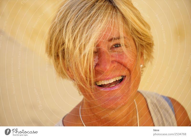 Fröhlichkeit ist... Sommer Flirten Mensch feminin Frau Erwachsene Leben Kopf Haare & Frisuren Gesicht 1 45-60 Jahre lachen Blick Glück natürlich positiv Wärme