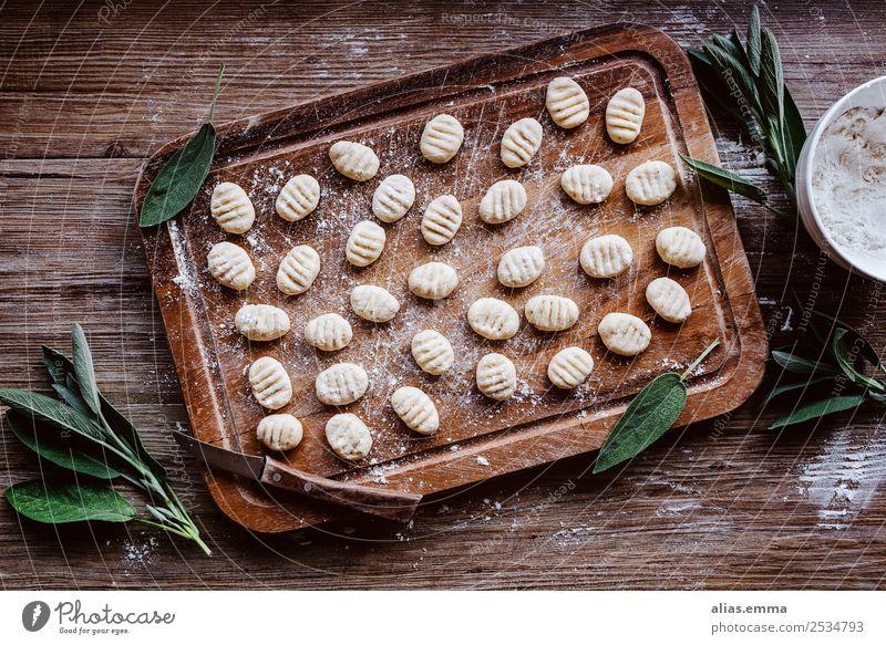 Ricotta Gnocchi mit Salbei Lebensmittel Gesunde Ernährung Speise Foodfotografie Italienische Küche Kräuter & Gewürze Essen zubereiten roh rustikal rezept
