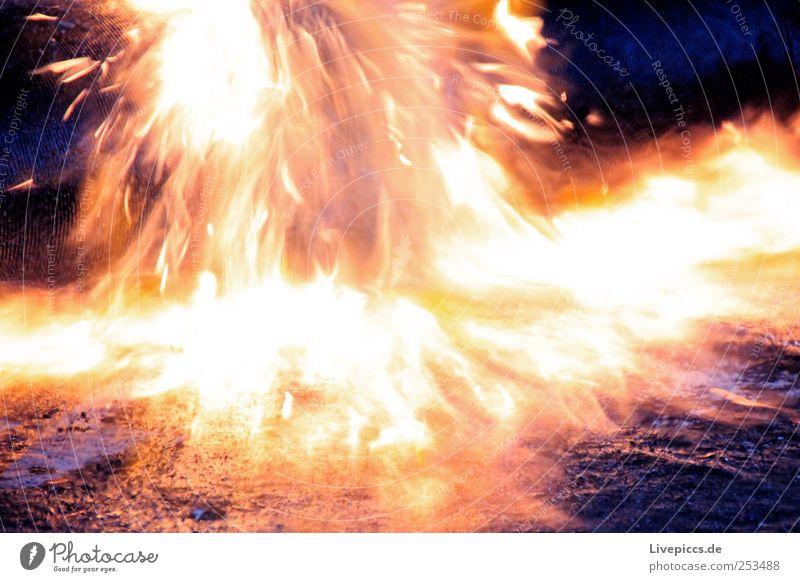 burn blau gelb Arbeit & Erwerbstätigkeit gold Brand violett brennen Flamme bauen Arbeitsplatz
