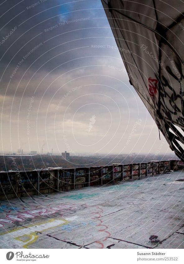 radar. alt Wand Berlin Architektur Graffiti Mauer Kunst gehen Fassade Hochhaus Kugel Balkon Gemälde historisch Aussicht