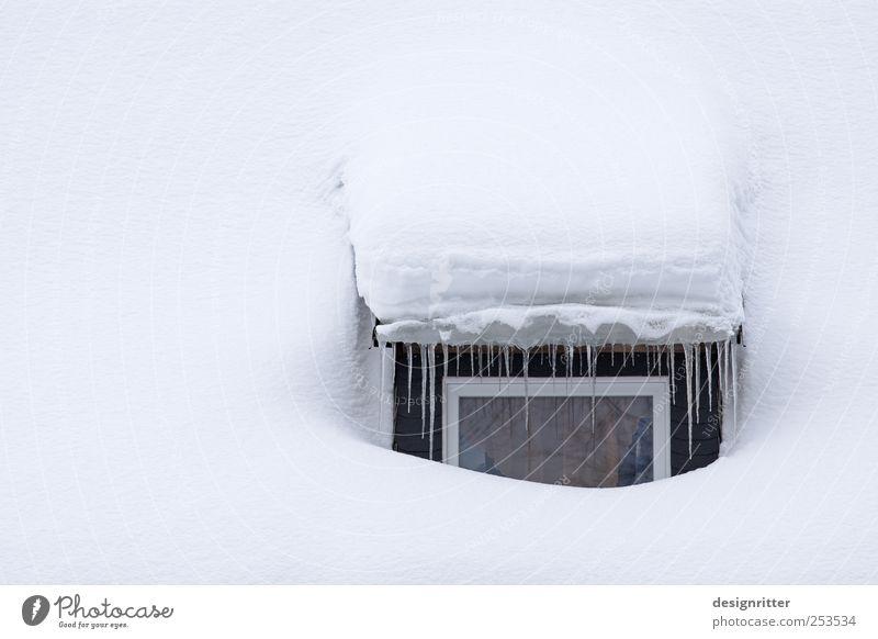 Schlafzimmerblick Winter ruhig Haus kalt Fenster Schnee Wetter Eis schlafen Klima Sicherheit Frost Dach Schutz Vertrauen gefroren