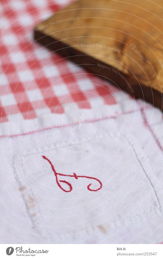 fürs Frühstück :-) alt Ernährung Holz Tisch Schriftzeichen Häusliches Leben einzigartig Stoff Küche Buchstaben Dinge Geschirr Abendessen Nostalgie Holzbrett