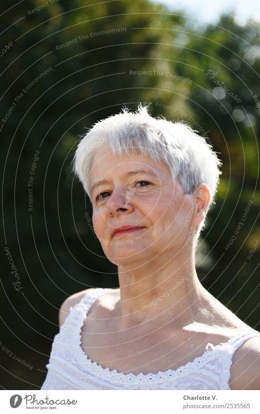 Kess Frau Mensch Sommer schön Erwachsene Leben natürlich feminin leuchten frisch Lächeln 45-60 Jahre Fröhlichkeit Lebensfreude Schönes Wetter Energie