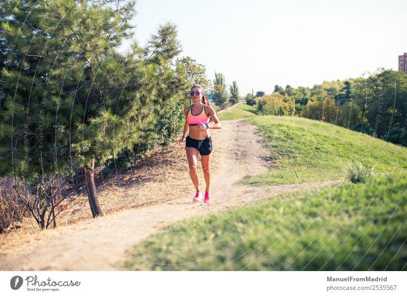 Frau Sommer schön Lifestyle Erwachsene Sport Park Körper Aktion Fitness Wellness Läufer Joggen üben Jogger