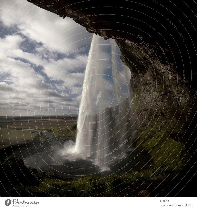 Seljalandsfoss Himmel Natur Wasser Pflanze Ferien & Urlaub & Reisen Erholung Landschaft Wiese Berge u. Gebirge Freiheit Felsen Energie Abenteuer Fluss Hügel