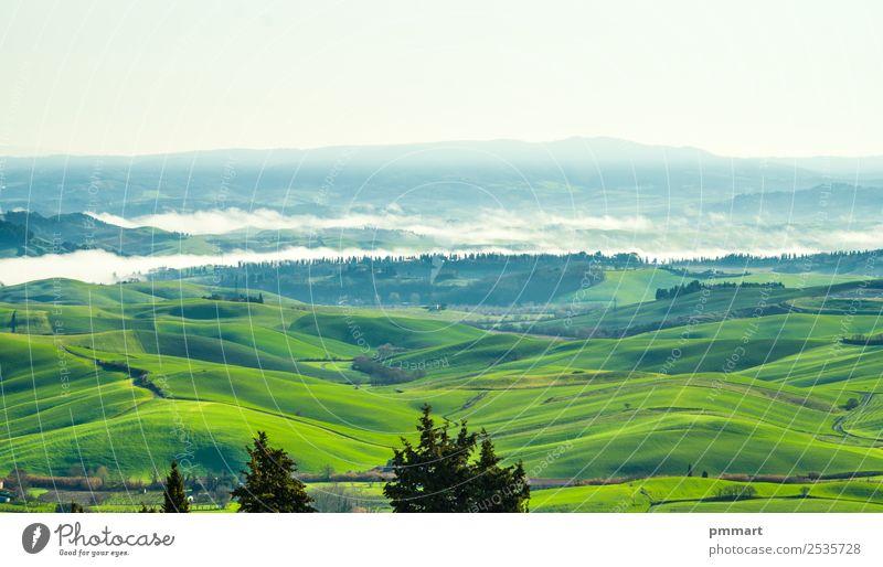 Landschaft mit Nebel, der in der Morgensonne aufsteigt. Ferien & Urlaub & Reisen Tourismus Sommer Winter Haus Natur Himmel Herbst Baum Wiese Hügel grün Idylle
